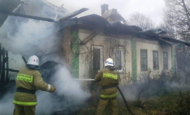 В Барятинском районе сгорел жилой дом