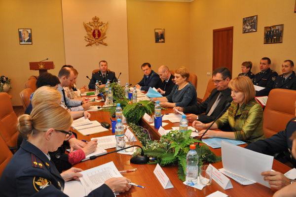 В Калуге обсуждали, как предупредить рецидив преступлений