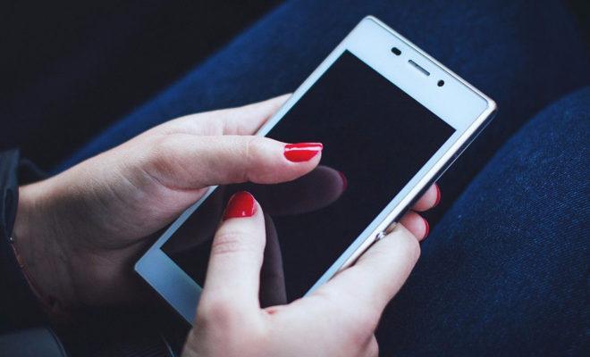 За кражу 3 мобильных жительница Жукова может получить 5 лет