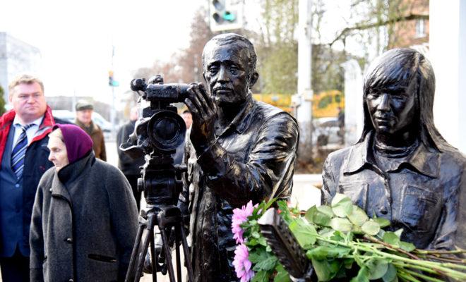 В Калуге открыли памятник тележурналистам
