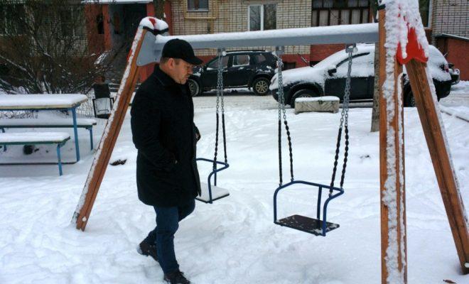 На Московской жители и комиссия приняли отремонтированный двор