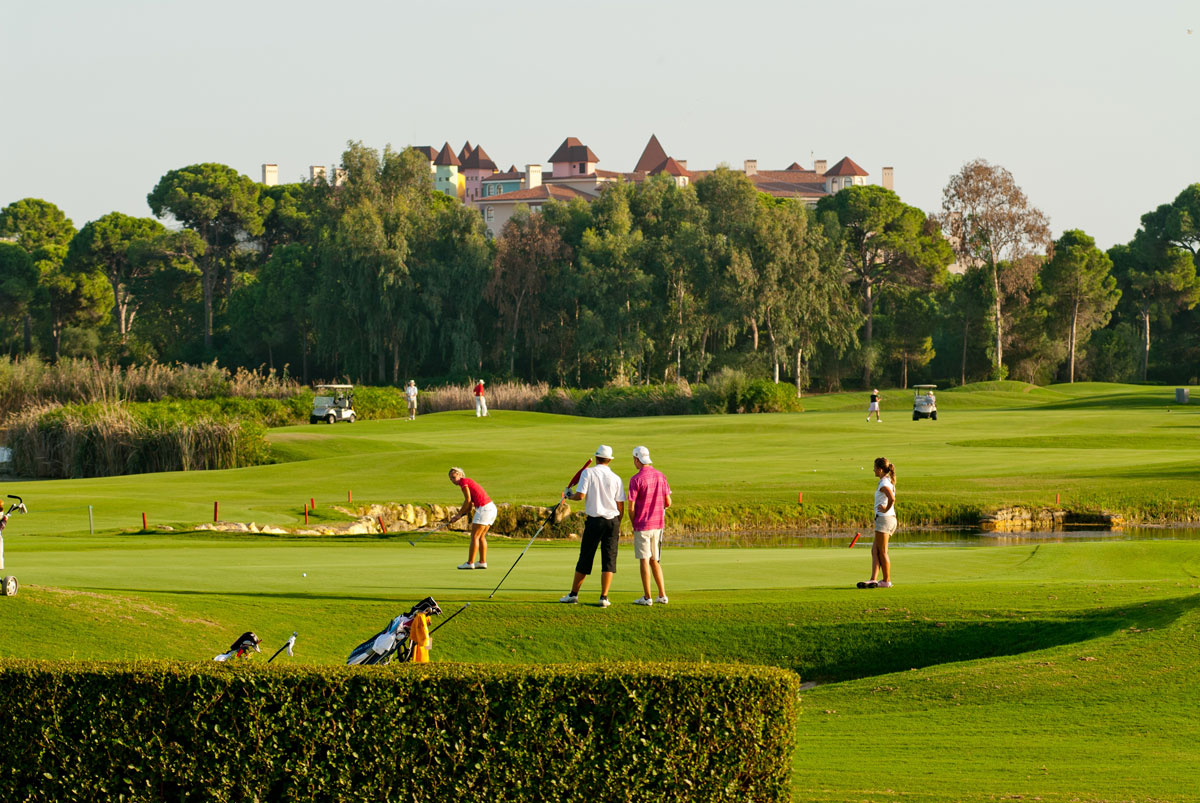 Где живут самые расточительные гольф-туристы?