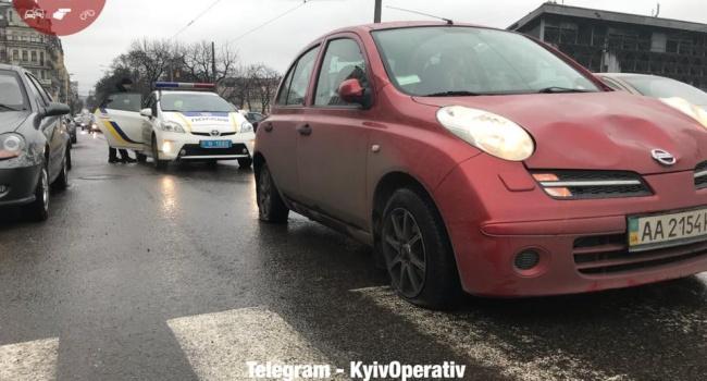 Автомобиль влетел востановку исбил несколько человек— ДТП вКиеве
