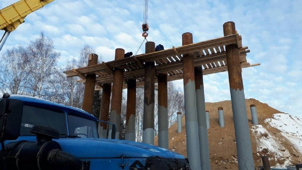 ВОмской области забили сваи под новый мост