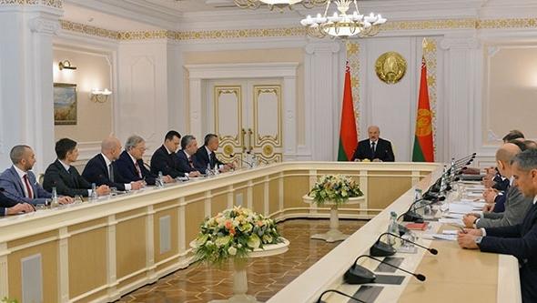 Нам следует принять новейшую цифровую действительность — Лукашенко