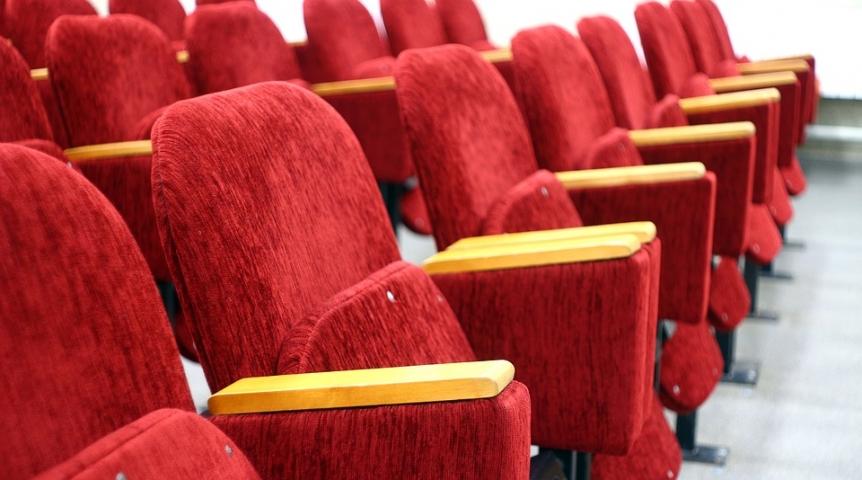 Омская мэрия продаёт заброшенный кинотеатр «Сатурн» за46 млн руб.