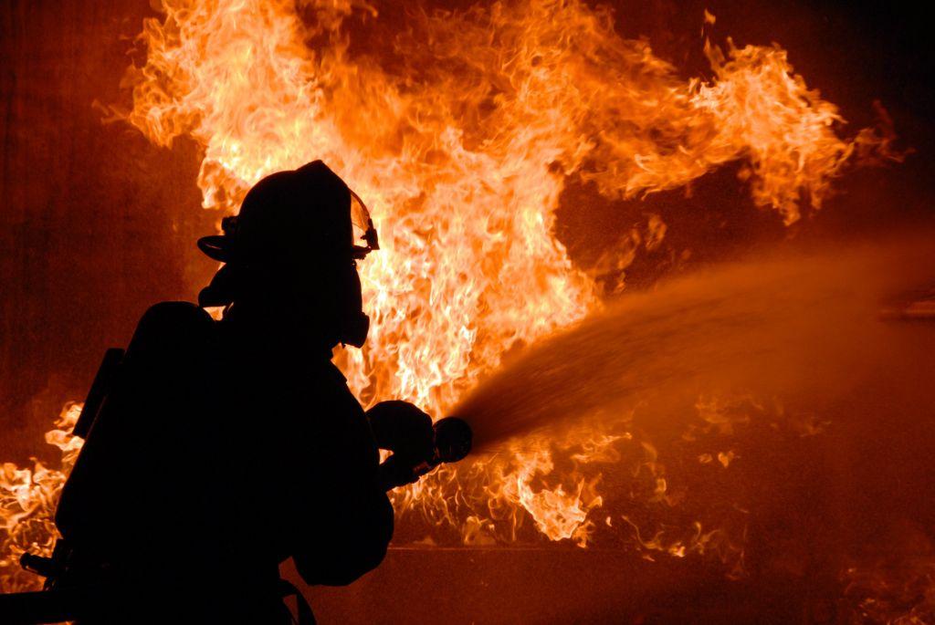 НаФранцузском бульваре был пожар: горело заброшенное сооружение