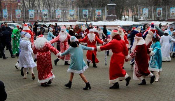 На основной театральной площади Брянска соберутся вНОВОГОДНИЙ ХОРОВОД лучшие Деды Морозы