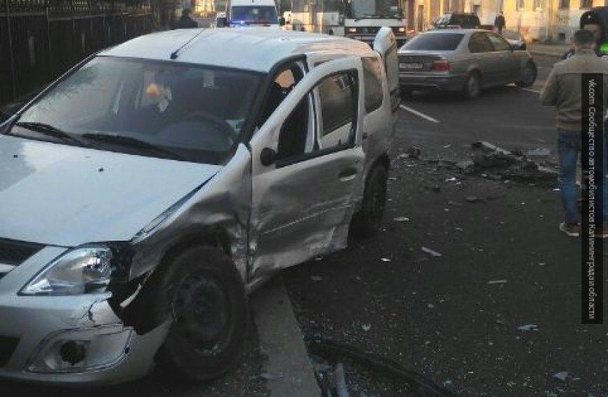 Натрассе под Ревдой столкнулись семь авто — Полный замес