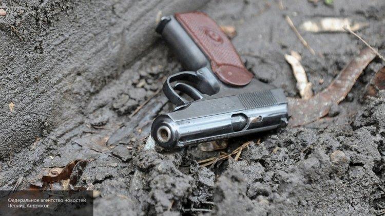 Нетрезвый мужчина грозил пассажирам петербургского метро пистолетом