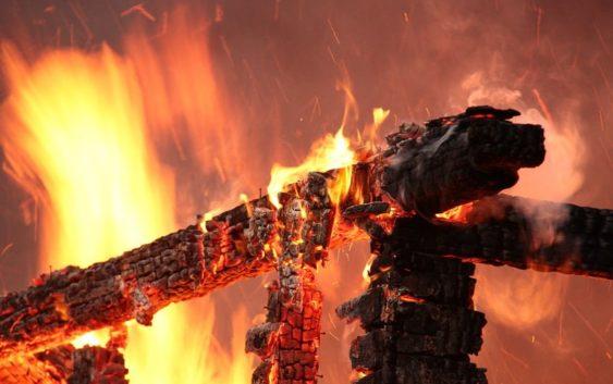 Потерявшим мать напожаре вВязьме детям собирают помощь