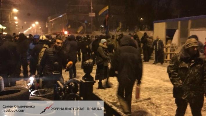 Саакашвили призвал приверженцев собраться на«вече» перед Радой