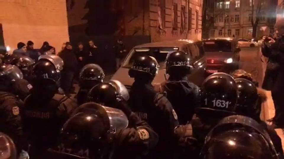 Сотня приверженцев Саакашвили собралась уСИЗО вКиеве