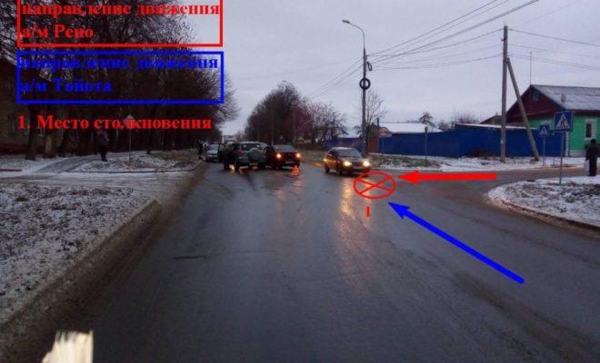 """Авария на улице 40 лет Октября: """"Логан"""" не пропустил """"Тойоту"""""""