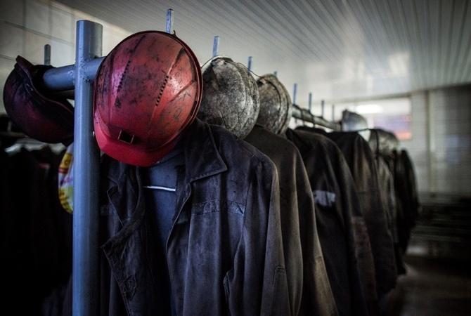 Cотрудники экстренных служб услыхали голос горняка, находящегося под завалами вшахте «Черкасская» — МЧС ЛНР