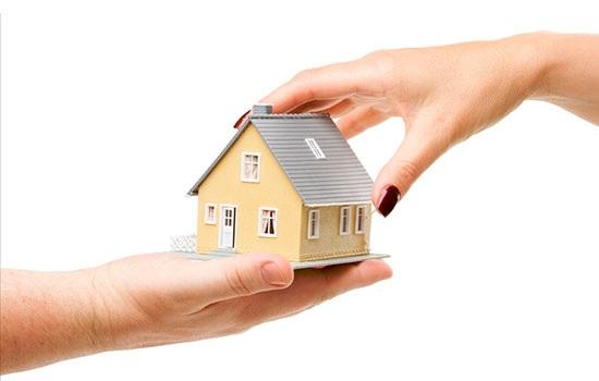 Агент по недвижимости или человек, который поможет найти вам подходящий дом