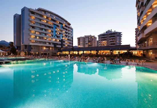 В Анталия отель Porto Bello приглашает гостей и жителей города на Новогодний бал