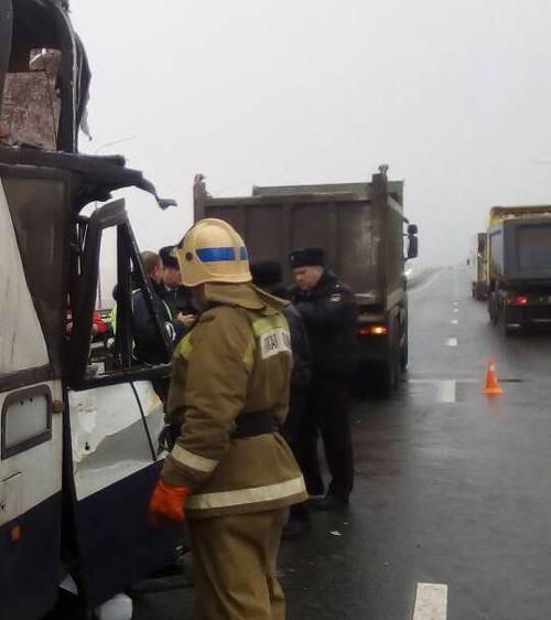 На Киевской трассе столкнулись пассажирский автобус и грузовой автомобиль