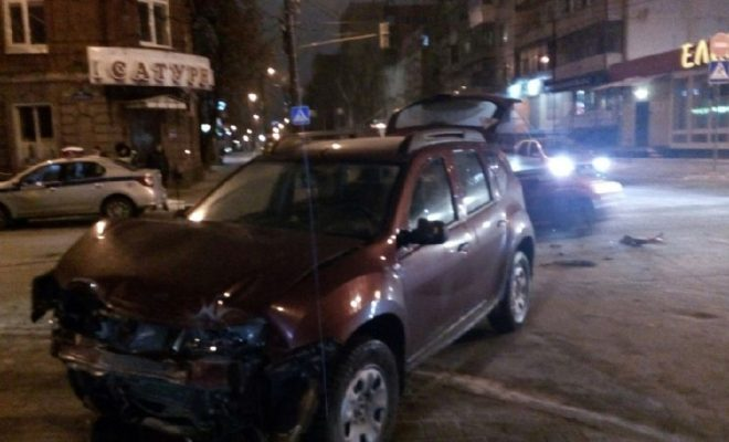 "На Суворова жёстко столкнулись два ""Рено"""