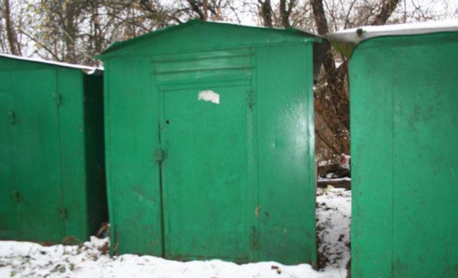 Разыскиваются владельцы металлических гаражей на Подвойского