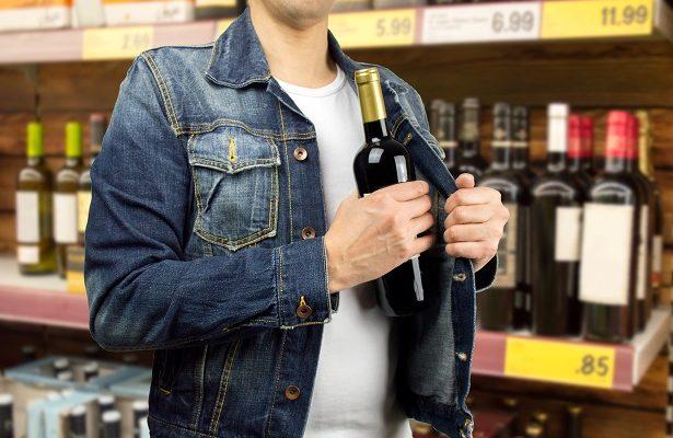 Юноша украл из магазина алкоголь, сигареты и жвачку
