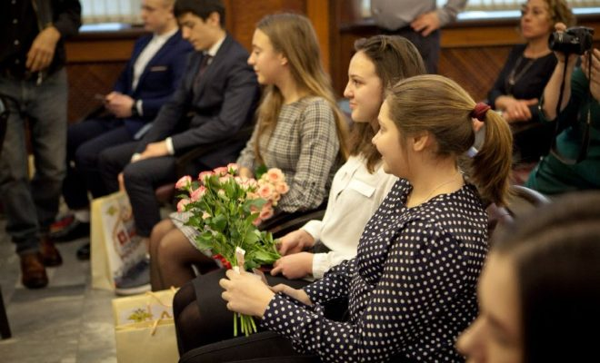 Юные калужанки приняли участие во Всероссийском этапе акции «Мы – граждане России»