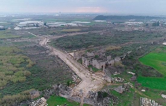 Более 70% 5 000-летнего города Перге на юге Турции по-прежнему находятся под землей