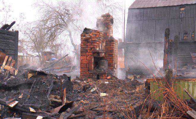 Возбуждено уголовное дело по факту гибели семи человек на пожаре.Фото