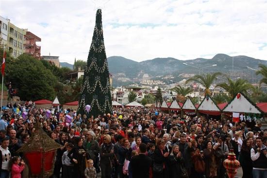 В Алании активно готовятся к Рождественскому базару