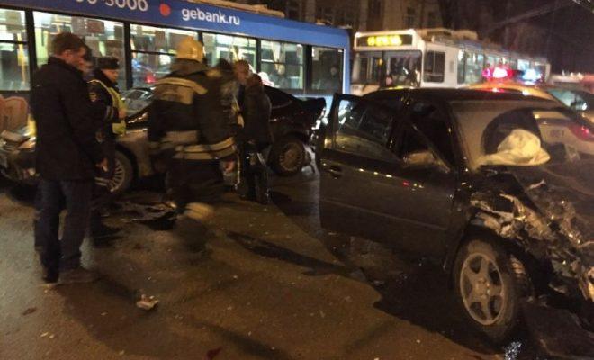 На Грабцевском шоссе столкнулись три автомобиля