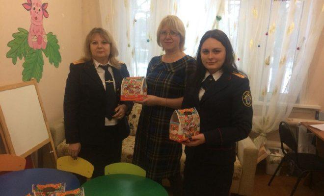 В преддверии Нового года следователи посетили детские центры в Людиново и Сухиничах