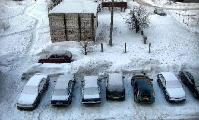 Автомобилистов Калуги просят не мешать чистить снег