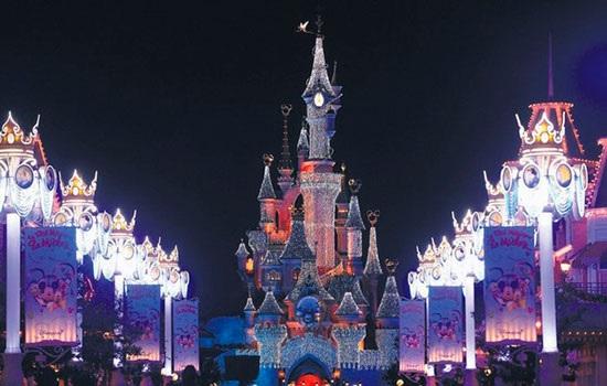 Рождество в Париже: свет, магия и шоколад