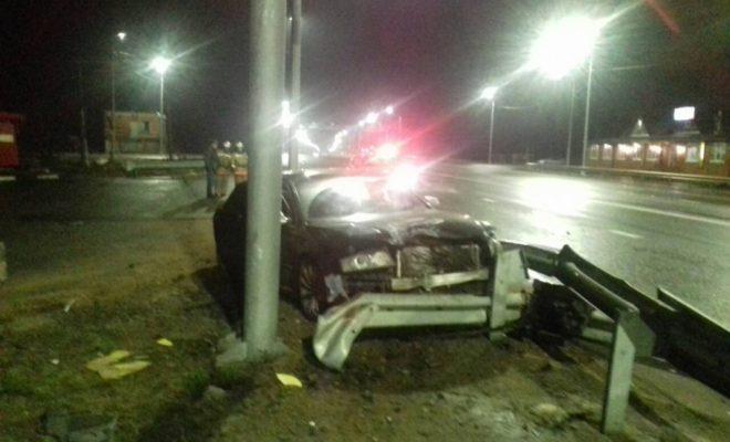 """""""Ауди"""" врезалась в столб на Киевской трассе"""